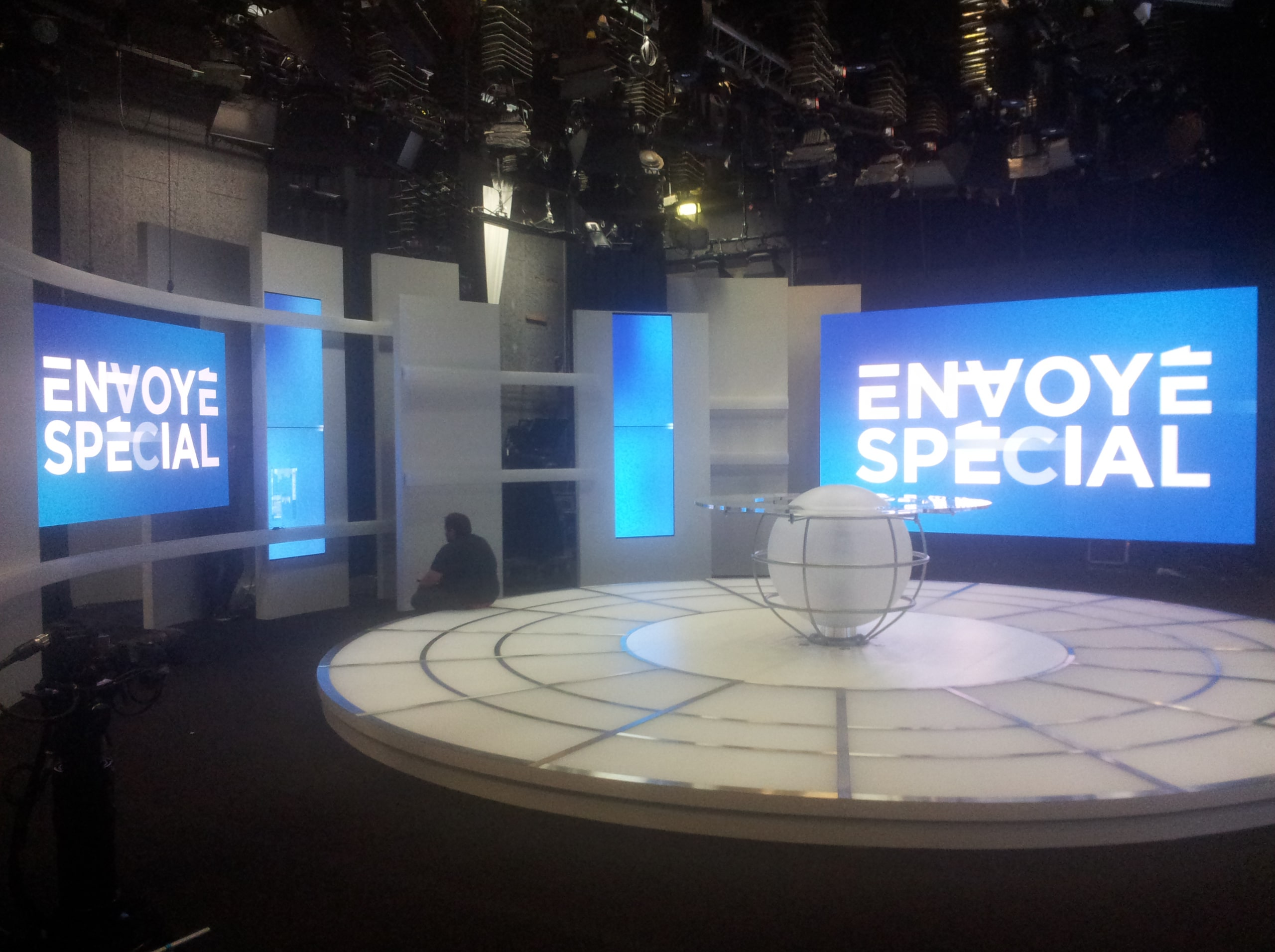 Ecran LCD Envoyé Spécial